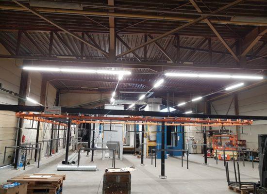 LED lijnverlichting boven geautomatiseerde poederlaklijn veko powder coatings schouteetens